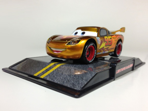 Gold Lightning McQueen (Chase) - On Base
